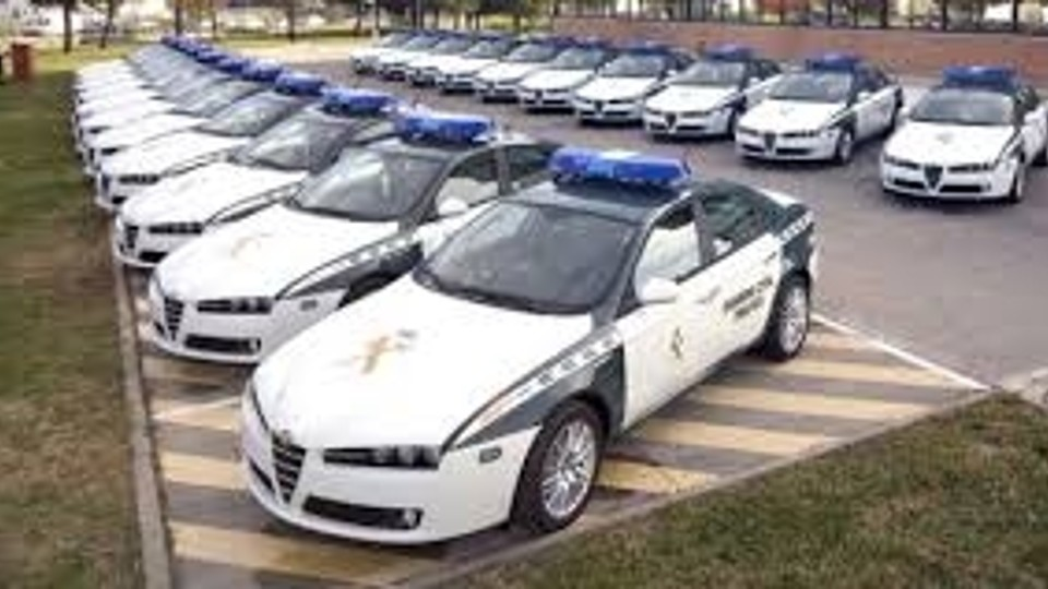 Coches de la Guardia Civil a subasta desde 100 euros